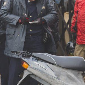 取締する警察